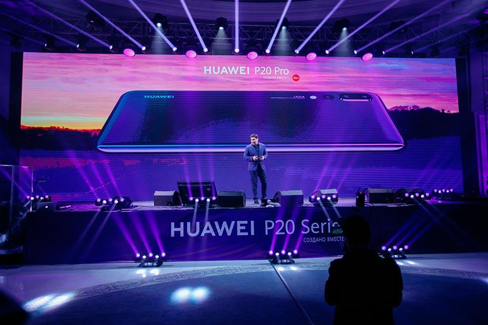 Выступление представителя Huawei во время презентации