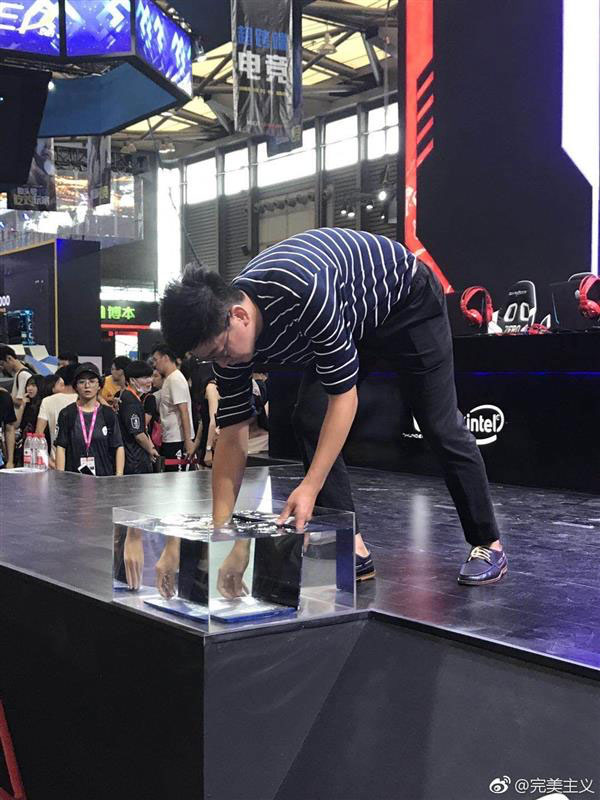 Raytheon Uncia водонепроницаемый ноутбук