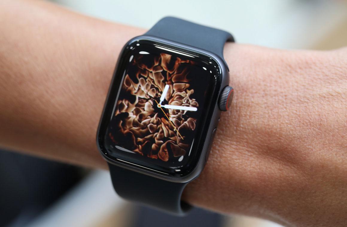 Apple Watch Series 4 на руке