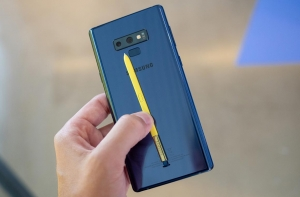 Стилус и смартфон Samsung Galaxy Note 9