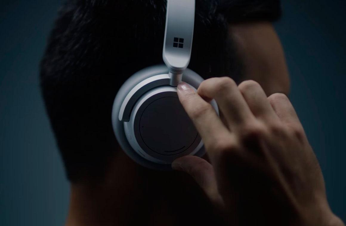 Surface Headphones на голове