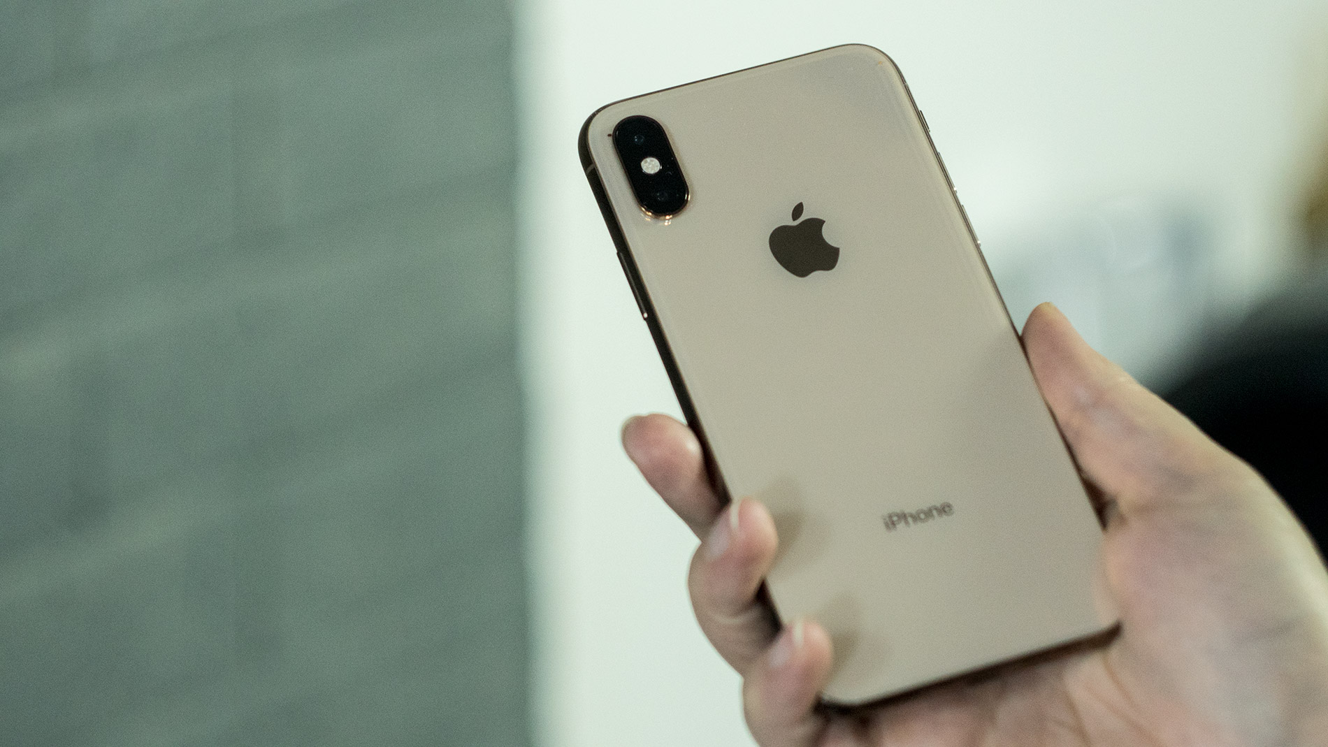iPhone Xs Gold frame