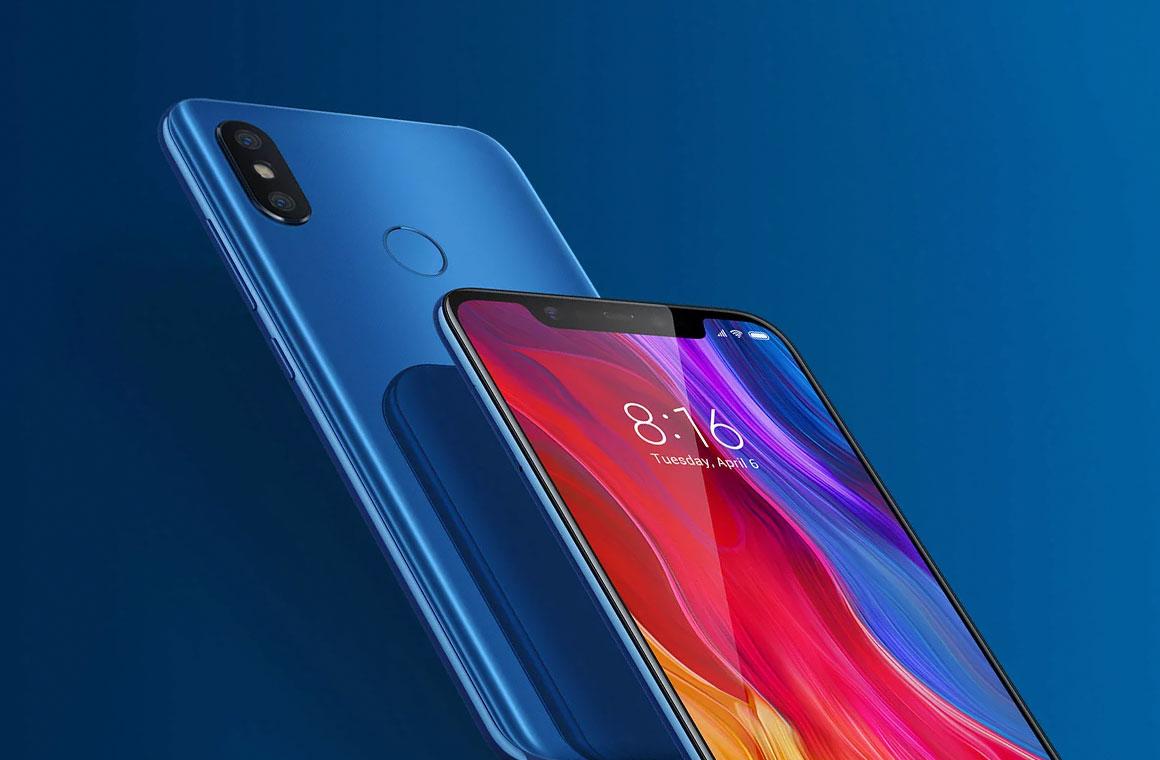 Xiaomi Mi 8 синего цвета