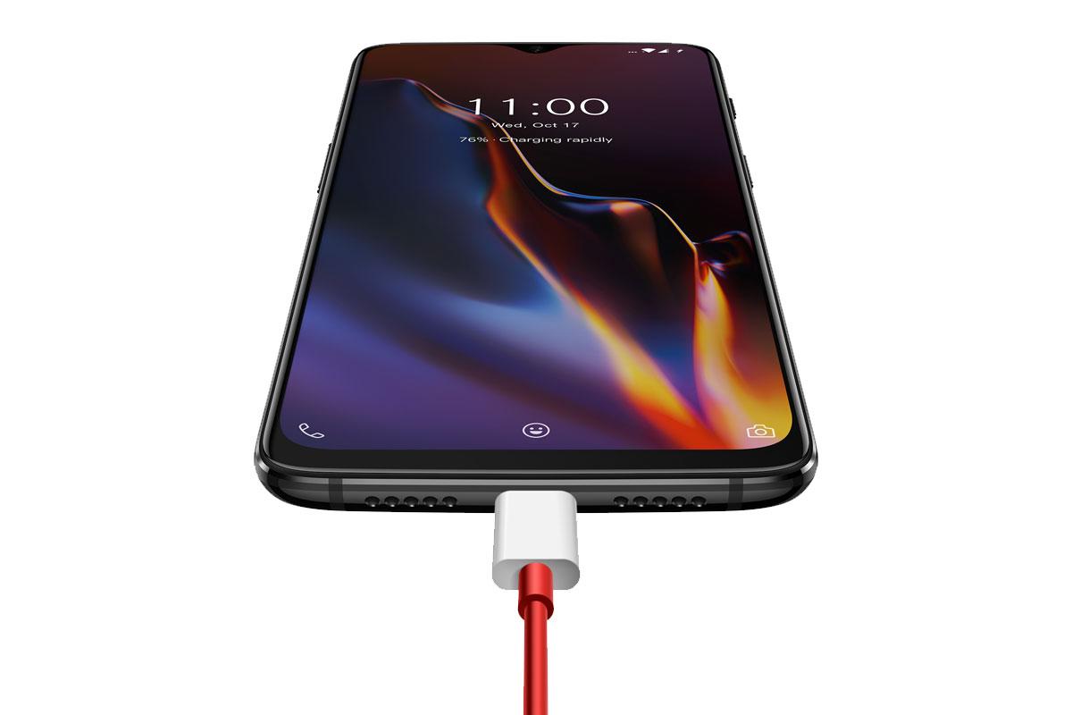 OnePlus 6T на зарядке