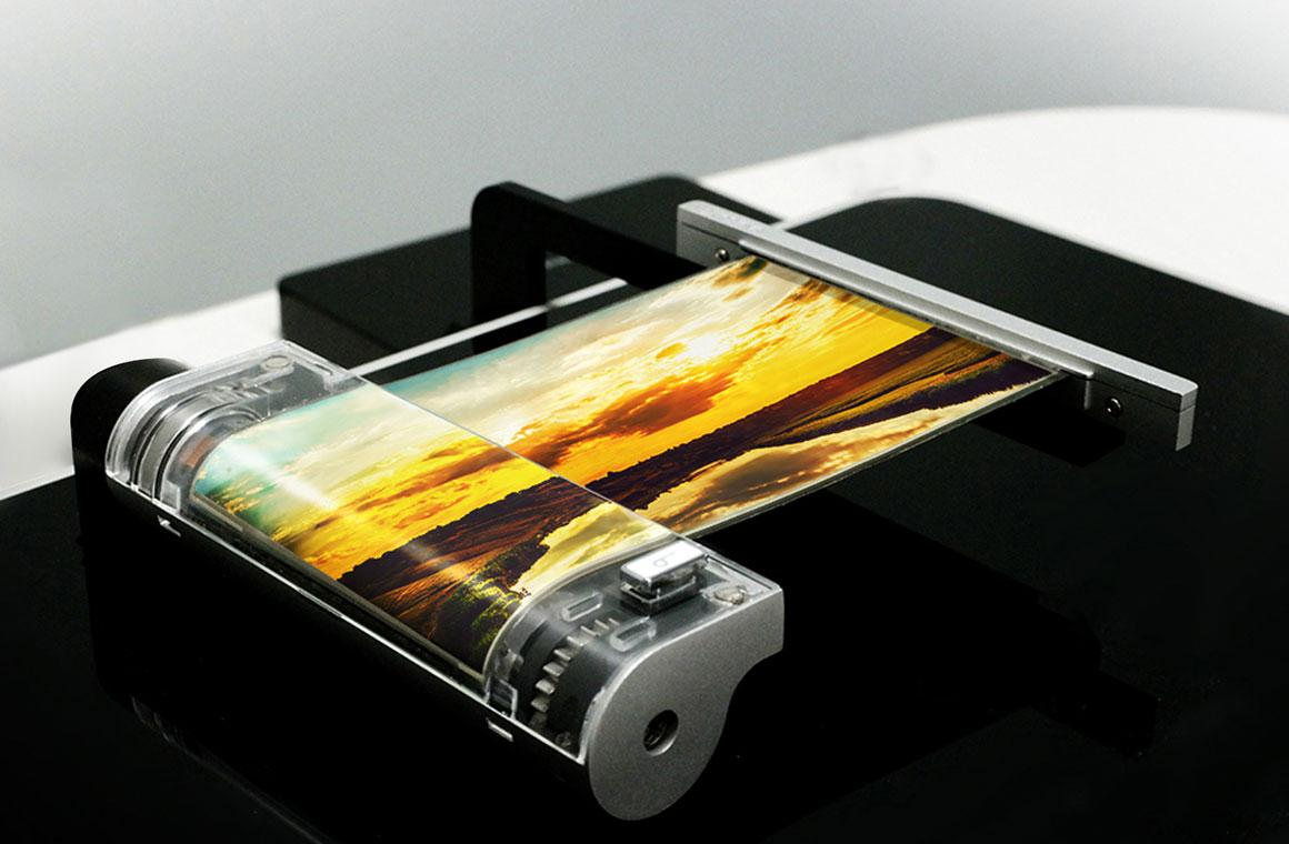 LG сворачивающийся смартфон