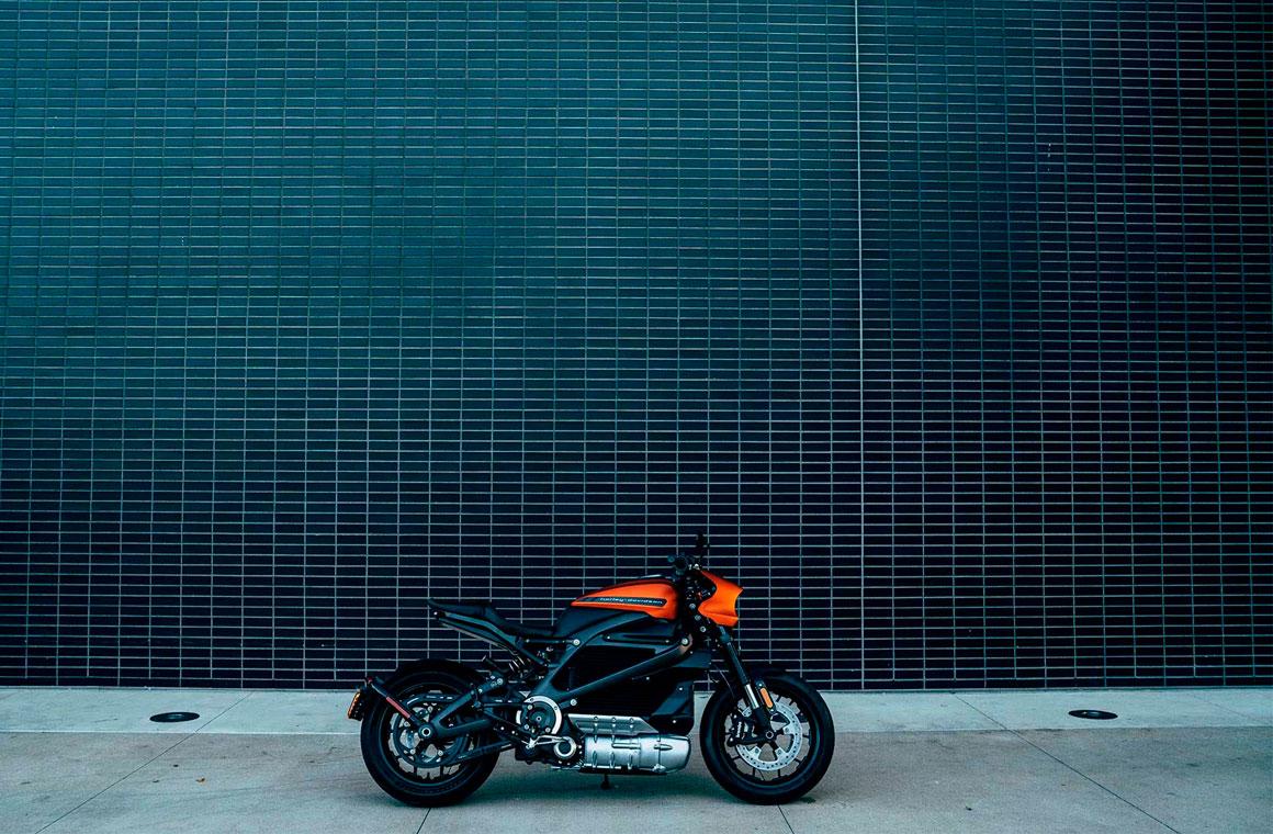 Harley Davidson LiveWire сбоку