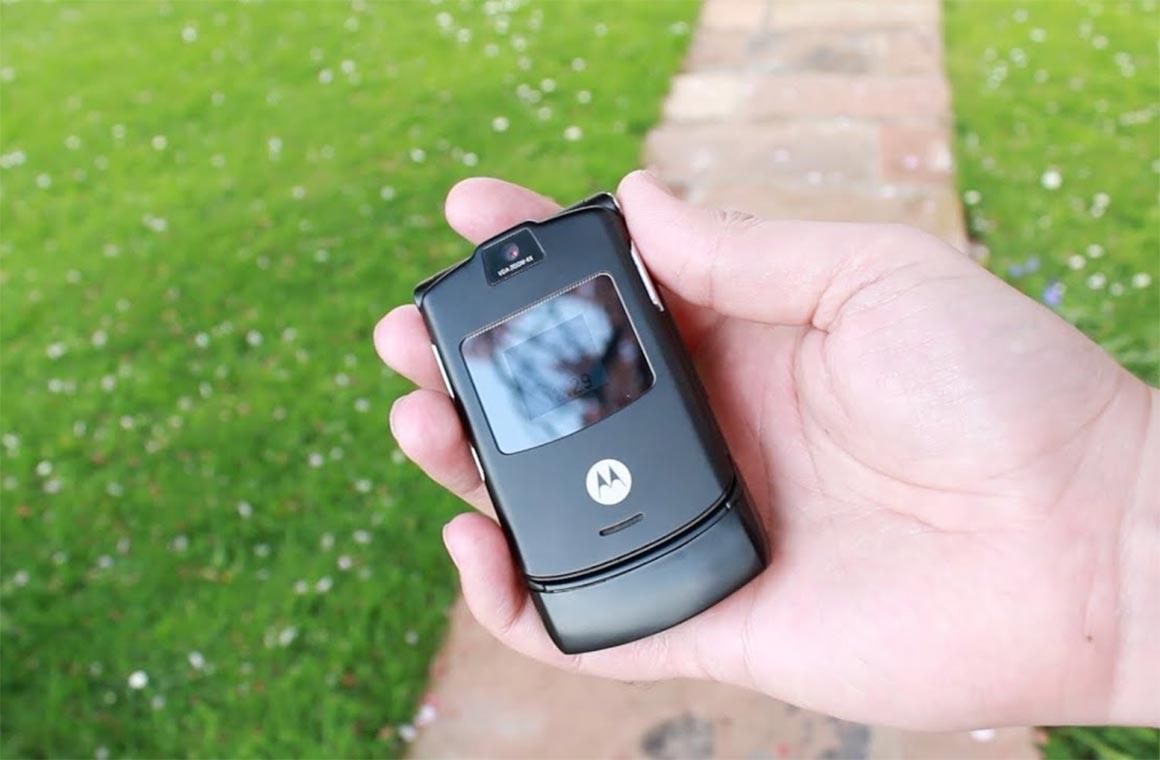 Телефон-раскладушка Motorola RAZR