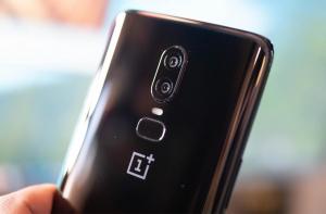 OnePlus 6T - Вид сзади