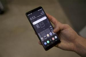 """""""Живое"""" фото смартфона HTC Exodus"""