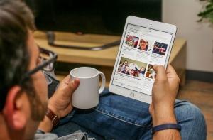 iPad Mini 5 в руке