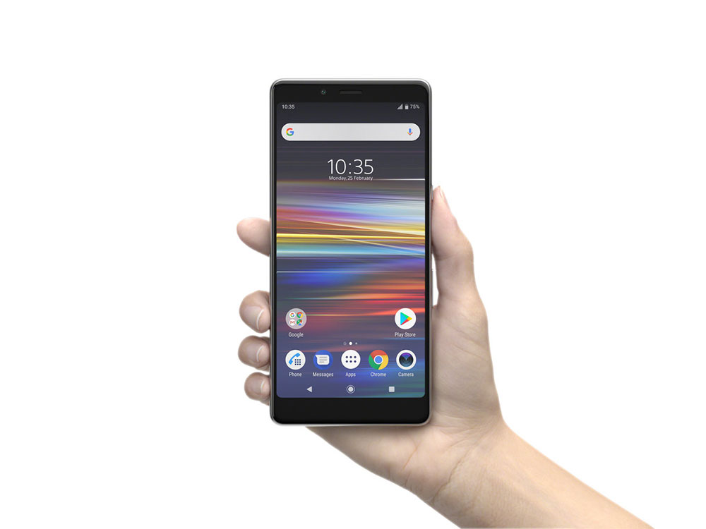 Sony Xperia L3 в руке