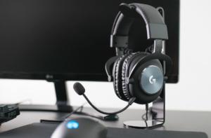 Logitech G Pro на столе