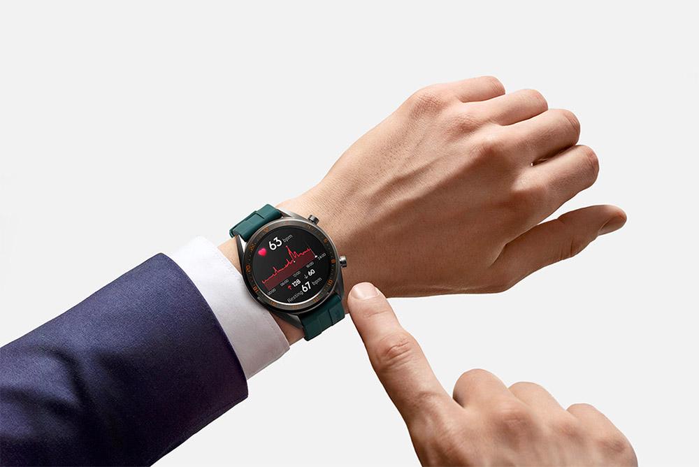 Huawei Watch GT с классической одеждой