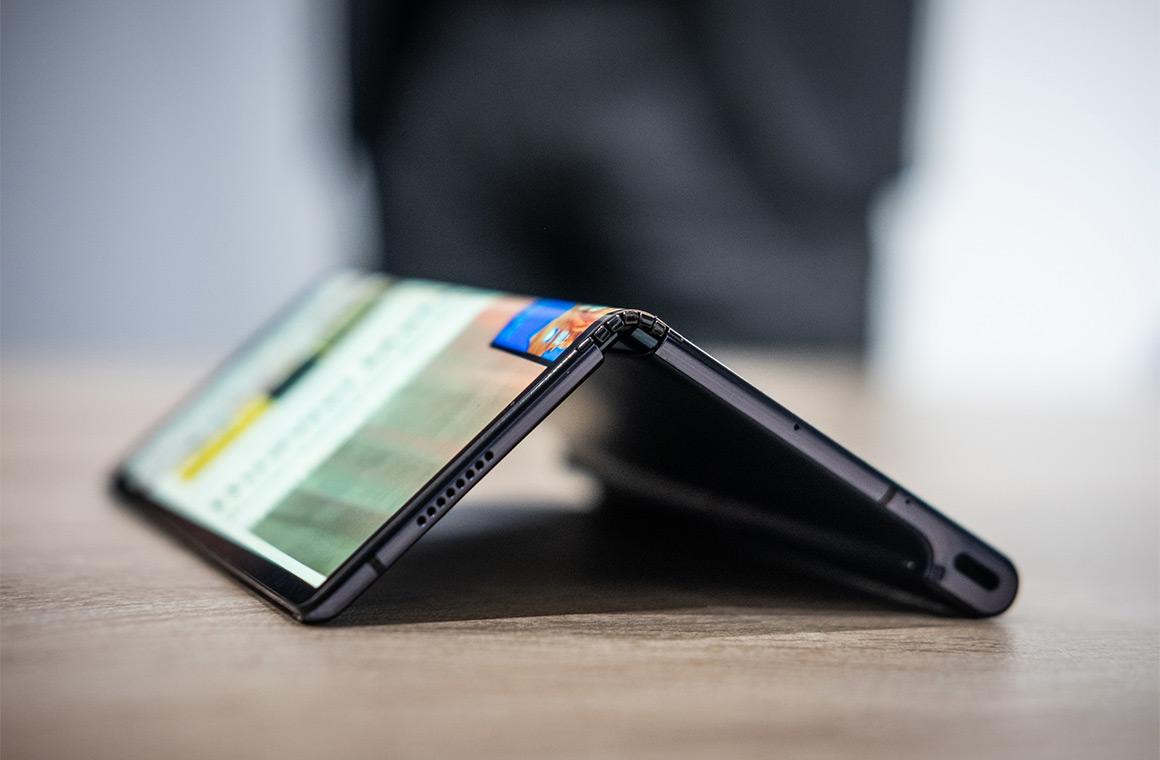 Изгиб Huawei Mate X