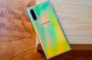 Samsung Galaxy Note 10 Lite сзади