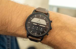 Часы Fossil HR
