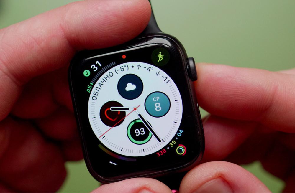 apple watch 5 в руках