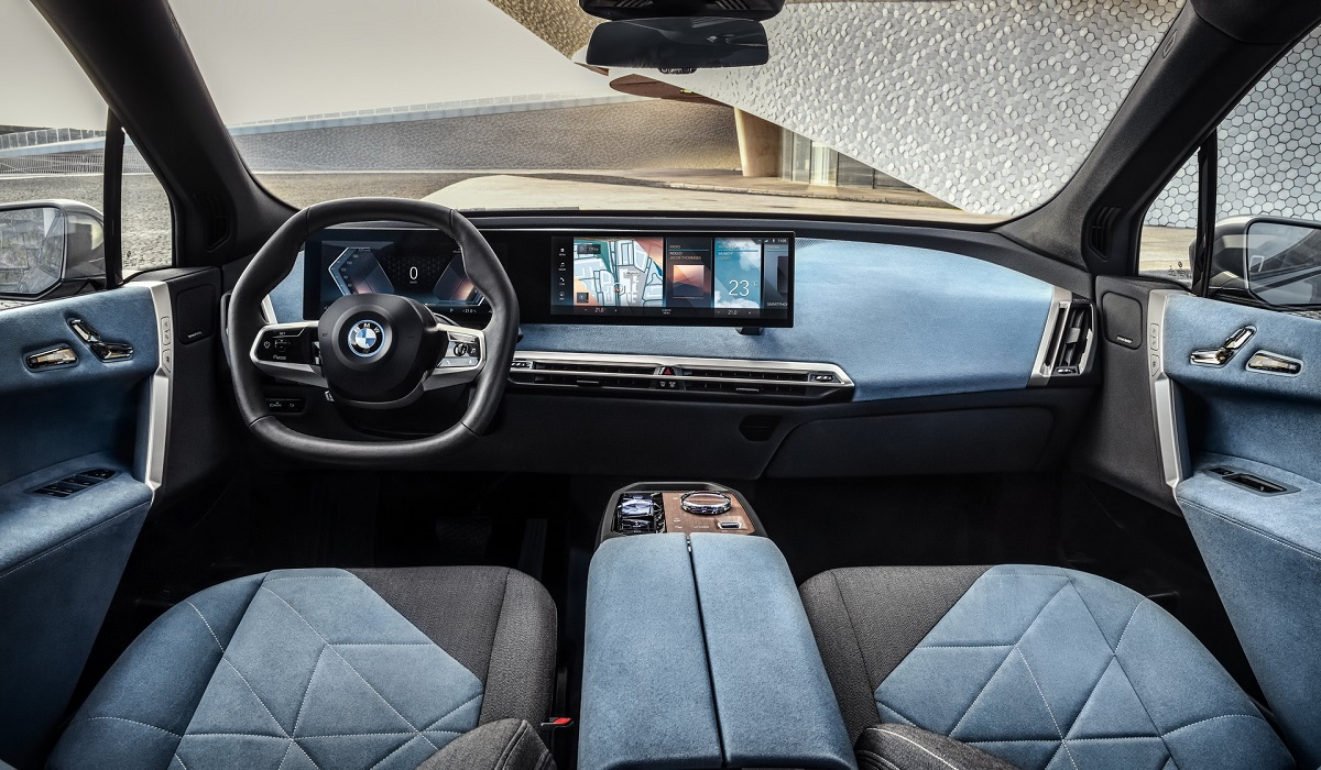 BMW iX салон