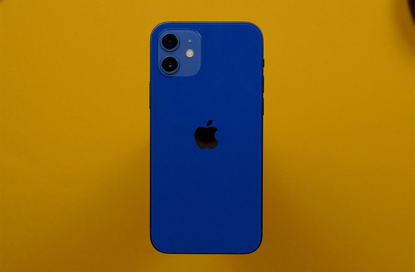 iPhone 12 сзади