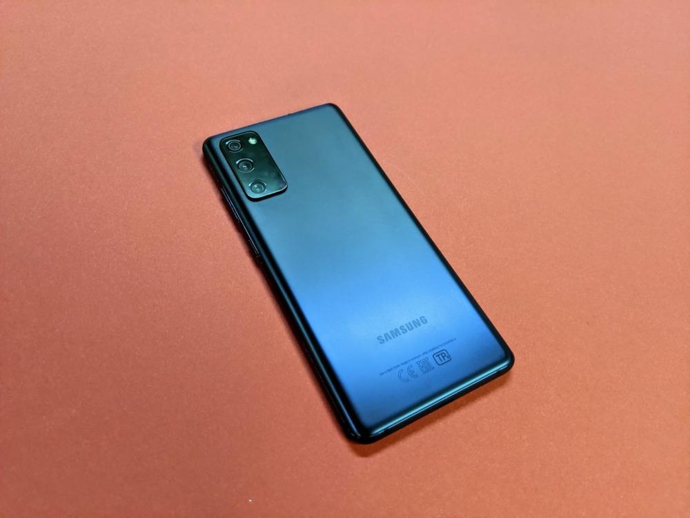 Samsung Galaxy S20 FE дизайн