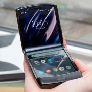 Motorola Razr 2 получит увеличенный внутренний дисплей