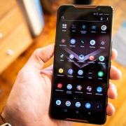 Asus ROG Phone 2 появился на «живых» фото