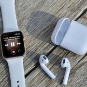 WatchOS: Как включить отображение заряда AirPods на Apple Watch?