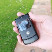 Motorola RAZR может стать премиальным смартфоном с гибким дисплеем