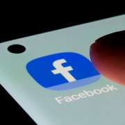 Facebook планирует сменить название
