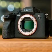 Sony A7 IV - камера с 33-мегапиксельным сенсором и поддержкой…